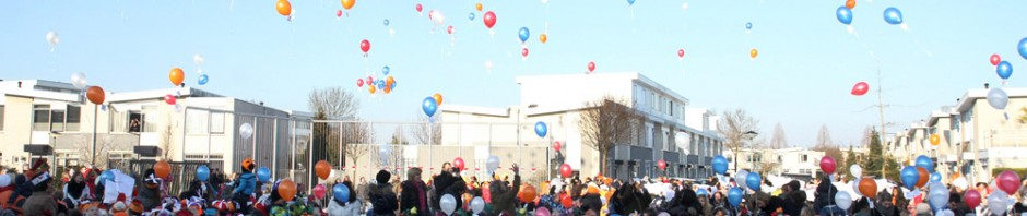 20121002-Koningin-opent-project-op-Johan-Frisoschool-Tstolk-001_small